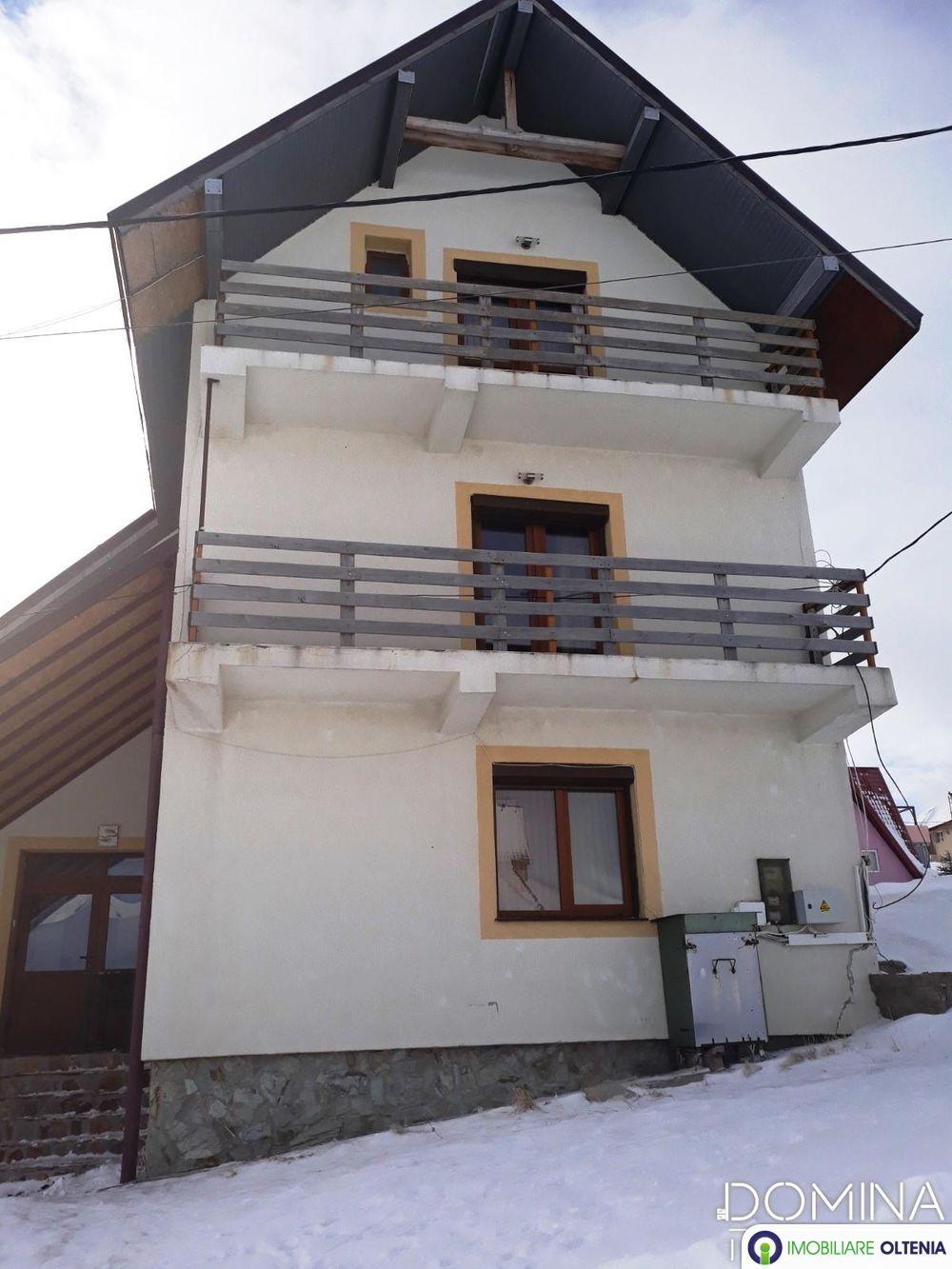 Vânzare pensiune situată în Stațiunea Montană Rânca