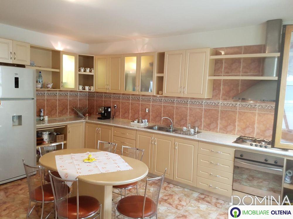 Vânzare casă situată în Târgu Jiu, strada 14 Octombrie
