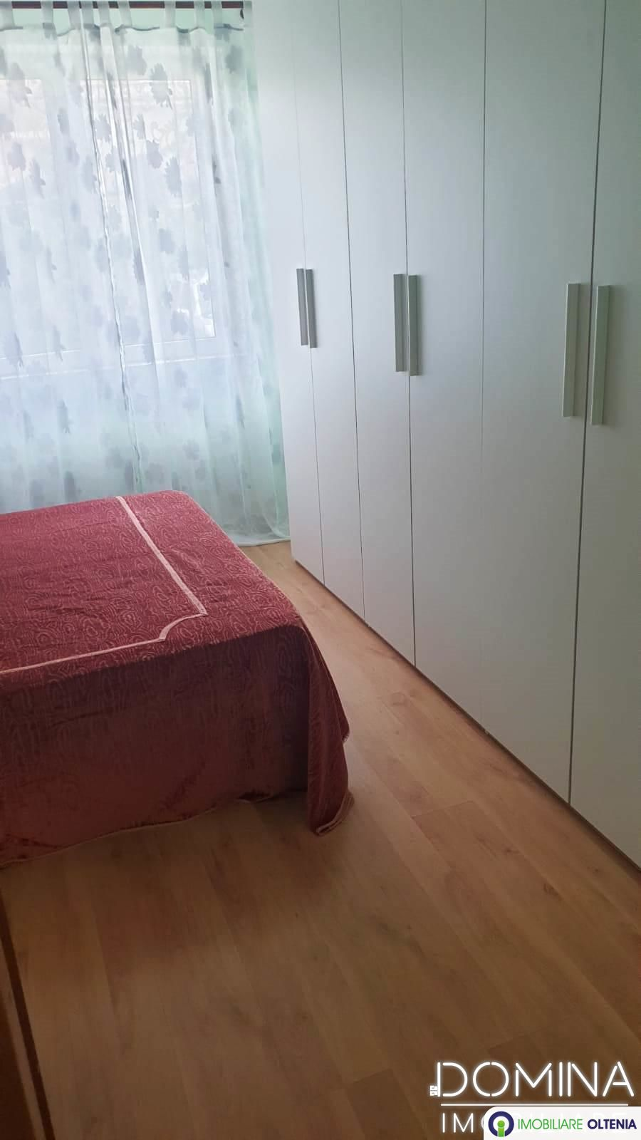 Vânzare apartament 2 camere în Târgu Jiu, strada 14 Octombrie
