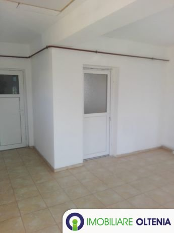 Închiriez casă cu 3 etaje zona 1 Mai
