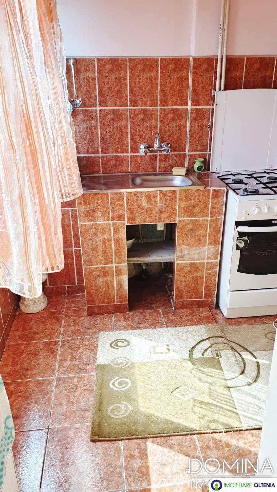 Vânzare garsonieră confort 1 în Târgu Jiu strada 9 Mai