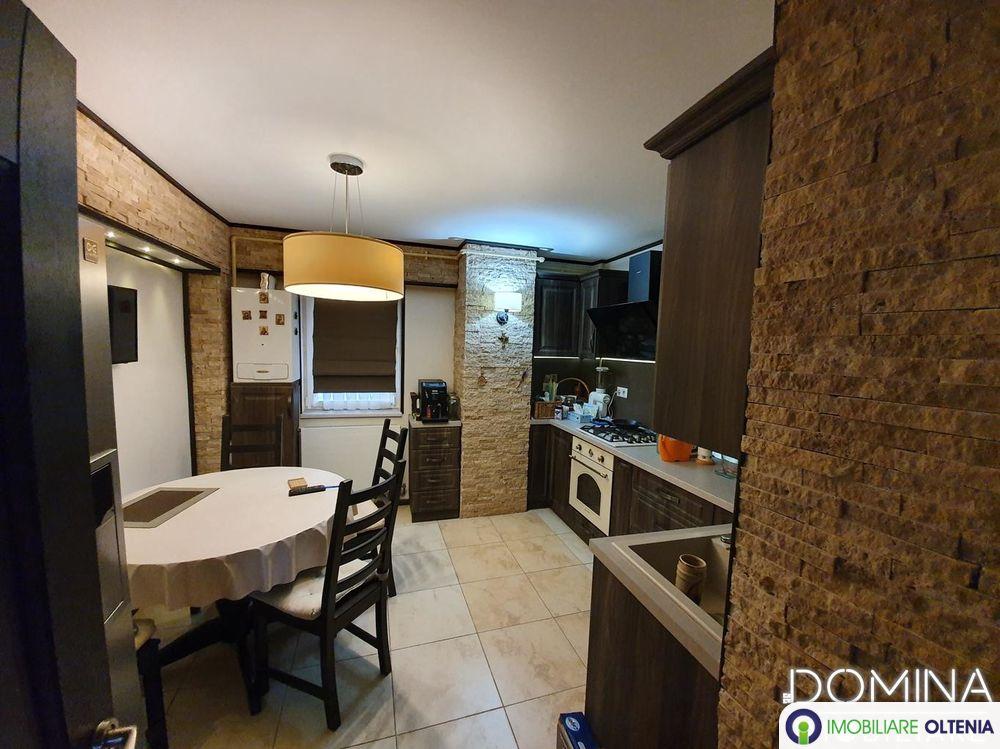 Închiriere apartament 4 camere situat în Târgu Jiu, B-dul Constantin Brâncuși
